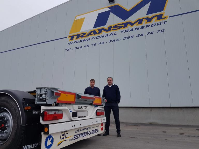 Wielton containerchassis voor Transmyl
